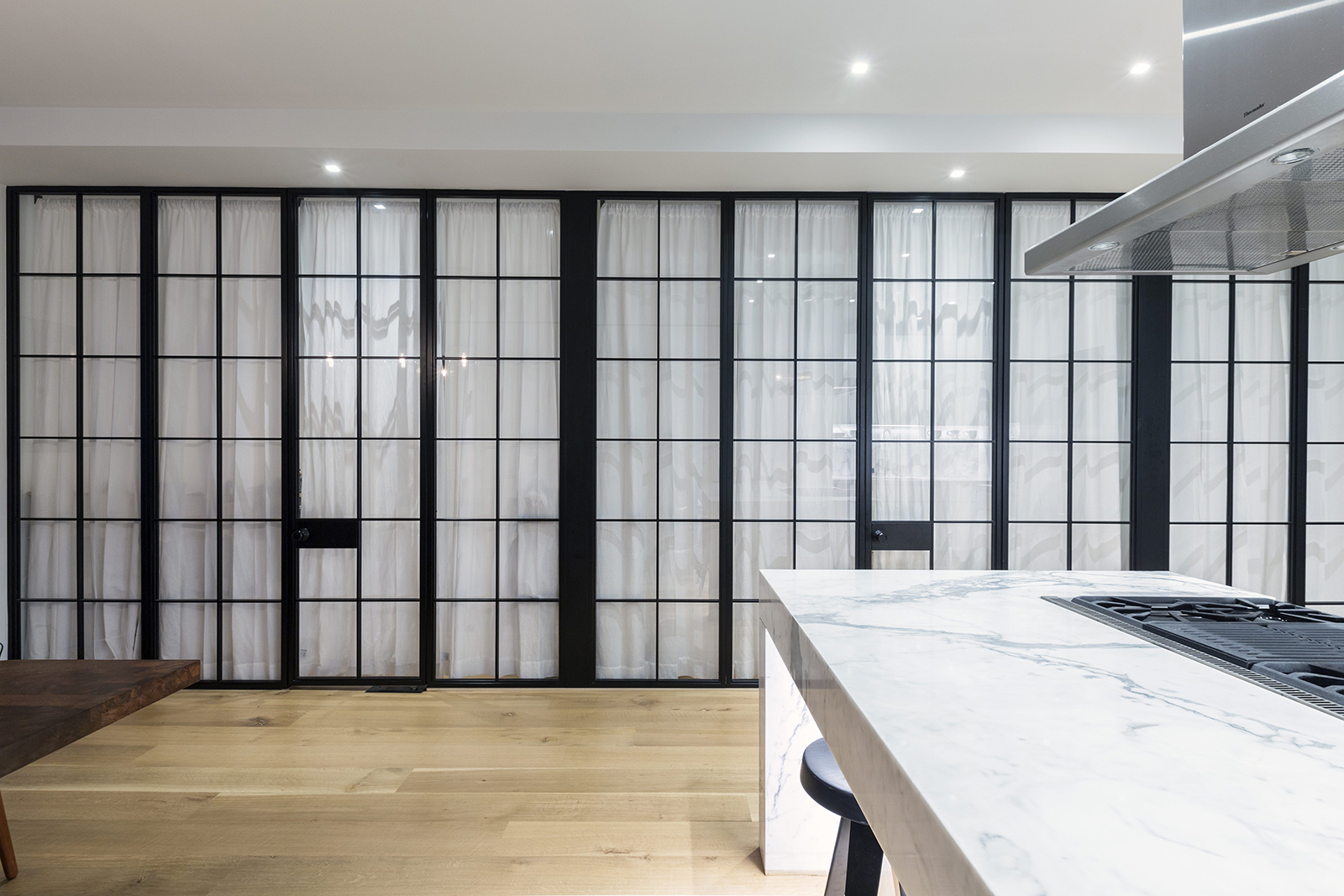 5-Downtown Residence-Glass Wall